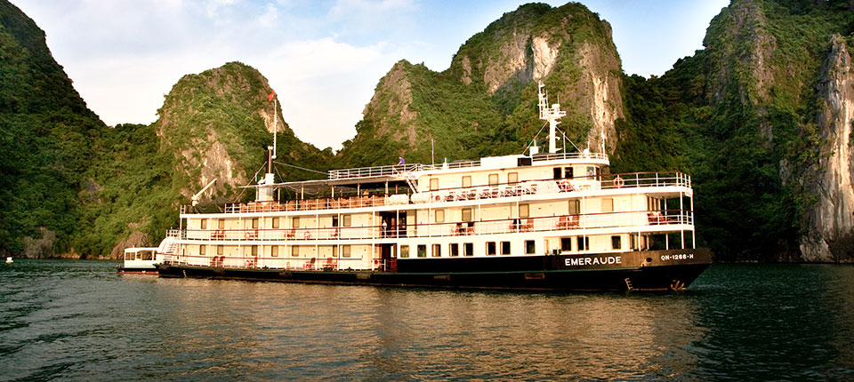 halong-bay-cruise-emeraude-overview