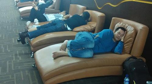 Beristirahat di bandara