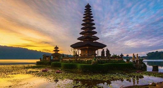 Paket Tour Bali Danau Beratan Bedugul