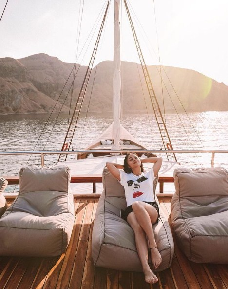 Sewa Yacht Labuan Bajo