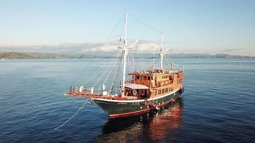 Tour Labuan Bajo Kapal Phinisi